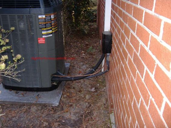 Air Conditioner Service And Repair Line Set Runs Neatly Up The Side Of The House To Air Conditioner Service Air Conditioner Condenser Air Conditioning Repair