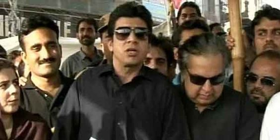 #PTI's #FaisalVawda attacked in #Karachi