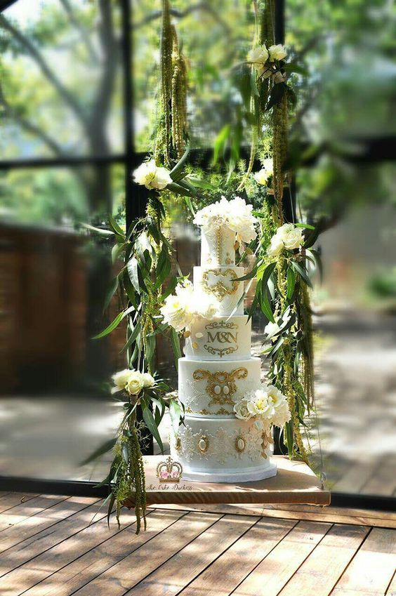 Suspended Wedding Cake: