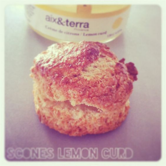 #scones #LemonCurd by #KitchenTrotter #box #teatime #english #Yummy !!!