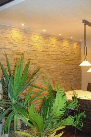 Wohnzimmergestaltung mit Wandverkleidung in Steinoptik - wohnzimmergestaltung