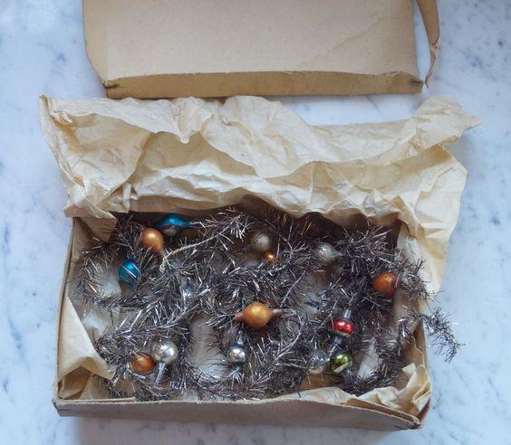 Alter Tinsel - 2 x Tinselkette mit  Lauscha Glaskugeln - 280 cm  (# 6427)