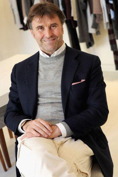 """Nel 1978 ha creato un'azienda che oggi supera i 450 milioni di dollari ed esporta prodotti in tutto il mondo. Eppure Brunello Cucinelli, 63 anni, imprenditore, soprannominato il """"Re del Cachemire"""", non ha mai venduto la sua """"anima"""" al business ed è sempre stato attento all'etica e al benessere dei suoi lavoratori. L'imprenditore stanzia il…"""