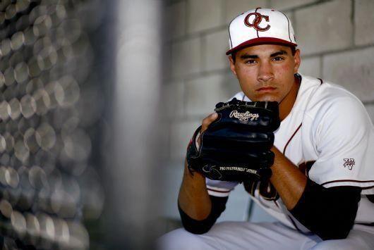 Travis Radke Baseball Pitcher For Oaks Christian High School Poses For A Pictur Base Baseball Photography Softball Senior Pictures Baseball Team Pictures
