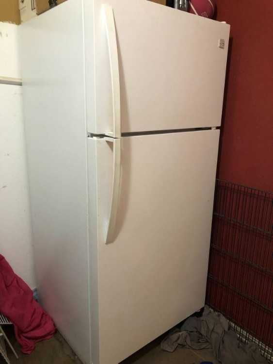 Good Working Kenmore Refrigerator 2ffreezer Although Pictures Show Not A Clean Refrigerator 2c That E2 80 Kenmore Refrigerator Refrigerator Clean Refrigerator