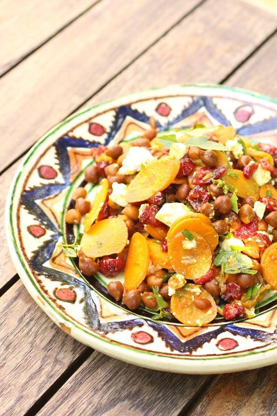 Salade de pois chiches, carottes, feta et canneberges