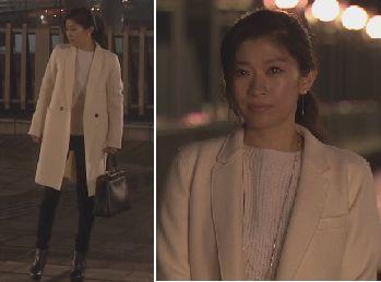 白いコートを着た篠原涼子