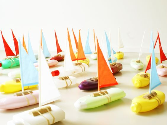 DIY miniature sailboats made with recycled plastic bottles. #awesome #diy #toys #ideas