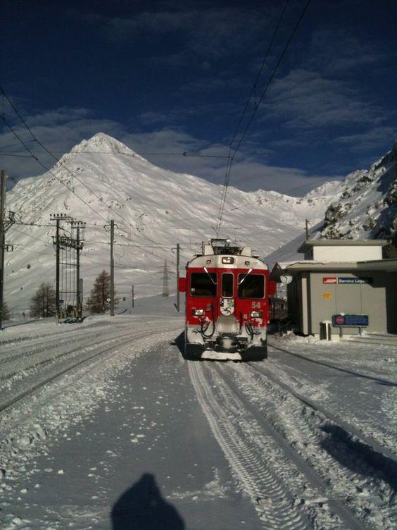 Sonstiges Landschaftmotiv - Bahnstation Bernina Lagalp im Winter