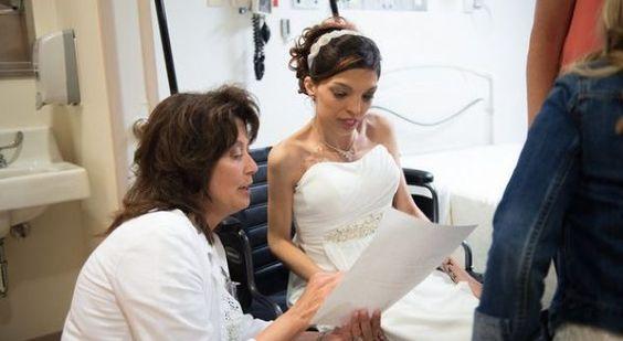 Infermierja i organizon dasmën në spital pacientes me kancer (Foto/Video) - http://alboz.al/infermierja-i-organizon-dasmen-ne-spital-pacientes-me-kancer-fotovideo/