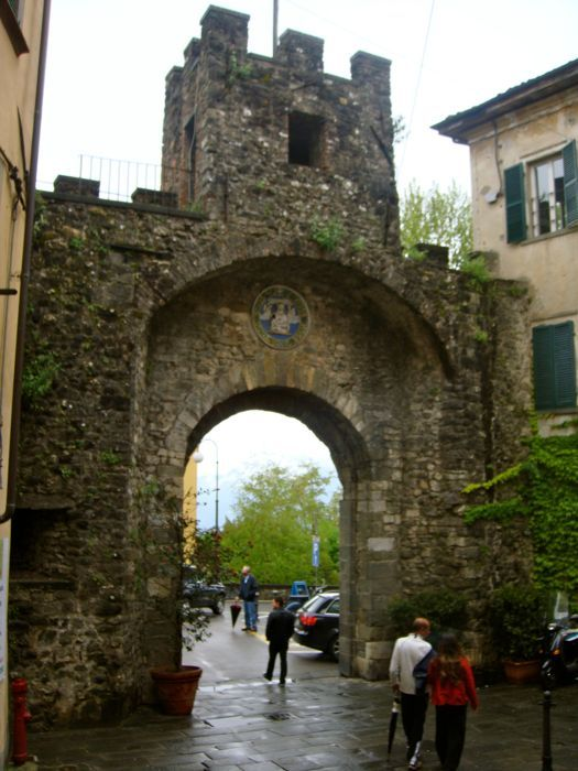Barga , Italy: Tuscany, Italian Arches, Bridges Arches, Tuscan, Italian Dreaming, Gates Arches, Barga Italy Time, Places, Ancient Architecture
