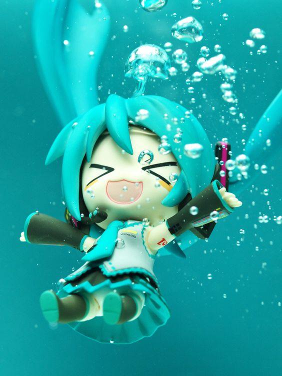 """Diving"" Hatsune Miku nendoroid photo by reonov:"