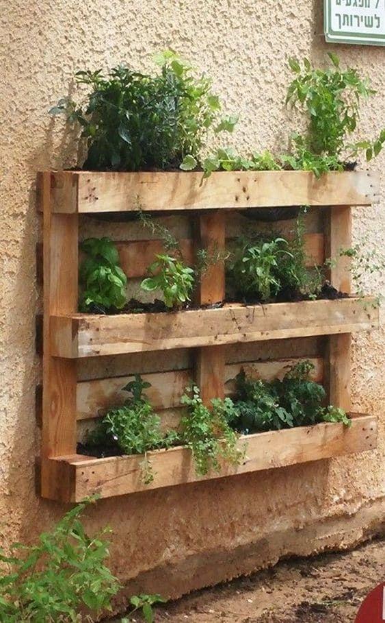 10 Edible Garden Ideas Simphome Pallet Garden Walls Vertical Pallet Garden Pallet Planter Diy