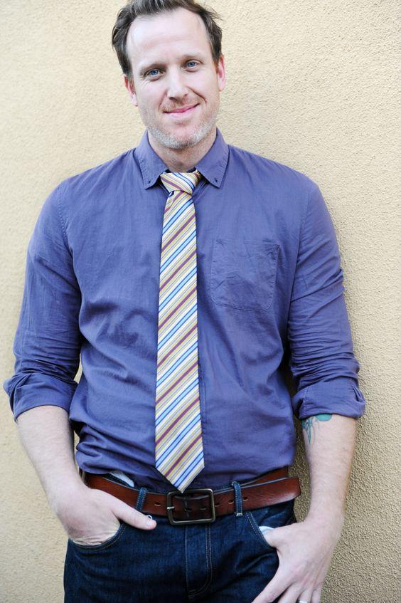 28€ - Notch REGEN, flippige Krawatte mit Streifenmuster in Weiß, Gelb, Hell- und Dunkelblau, Rosa und Rot