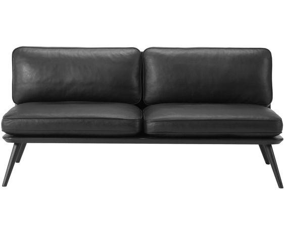 Zeitloser Luxus: 2-Sitzer Sofa SPINE von Fredericia. Das Gestell des…