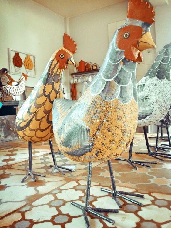 Novos galos e galinhas chegando!  #decoração #madeira #cozinha #artesanato #artesanatomineiro #galinha #galo