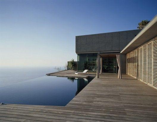 House at Jardin del Sol / Corona y P. Amaral Arquitectos     ↦ That pool! Amazing!!!