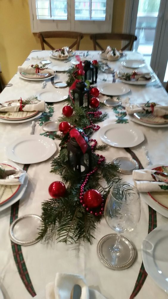 60 Best Christmas Table Decor Ideas For Christmas 2019 Where Traditions Meets Grandeur Hike N Dip Christmas Table Decorations Simple Christmas Decor Fun Christmas Decorations