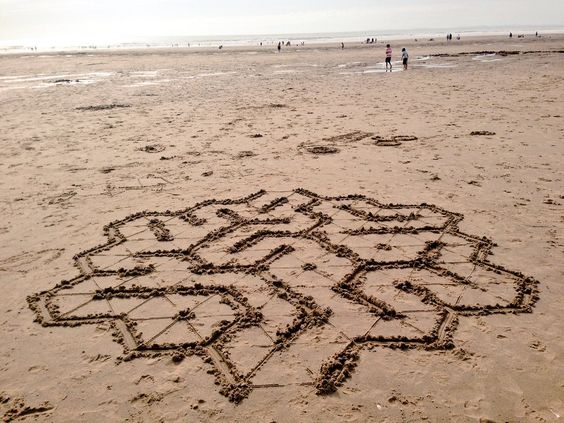 Math designs on the beach! More on #BodyScaleMath and #OutdoorsMath at http://www.naturalmath.com/tag/body-scale-math/