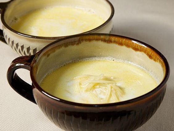 朝食やおやつにもピッタリなミルクスープ。カッペリーニなどの細いパスタを小さく折り入れることで、食感もおもしろくなります。塩と砂糖を少し加えることが味に奥行を出すポイント♪ウクライナの家庭料理です。