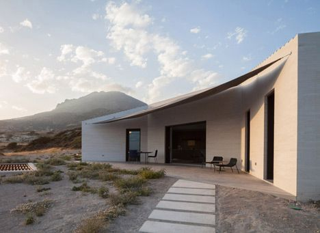 VNC House: Following The Slope Of The Land