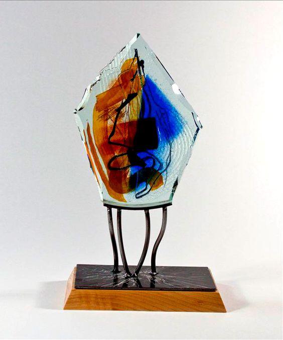 Detlef Gotzens - Enchanted Light #1 (2012) // Multicouches de verre fusionné et travaillé à froid, taillé et poli, peinture de poudre d'oxide, bois, 37 x 22 ...