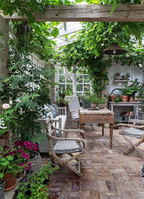Så blev orangeriet till ett drömmigt sommarställe mitt i trädgården