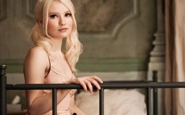 Wallpapers HD: Emily Browning