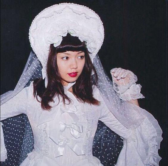 白色ドレスの二階堂ふみ