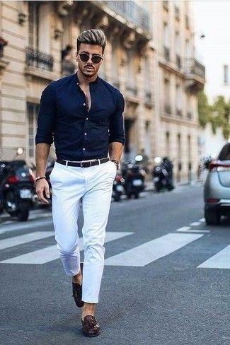 Look De Moda Camisa De Vestir Azul Marino Pantalon Chino Blanco Mocasin Con Borlas De Cuero En Marron Oscuro Correa De Cuero Tejida En Marron Oscuro Moda Ropa Hombre Ropa Casual