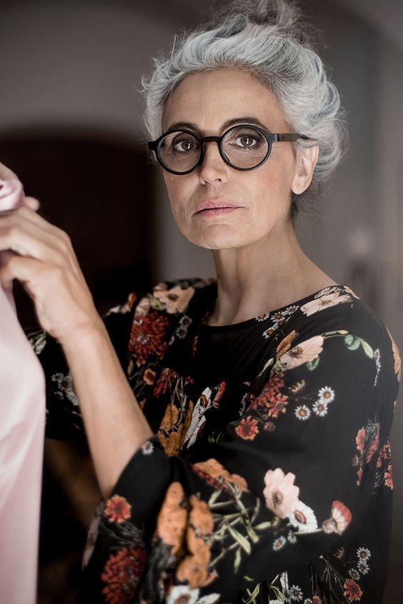 Age Et Art Weissblonde Haare Graue Perucke Wurdevoll Altern