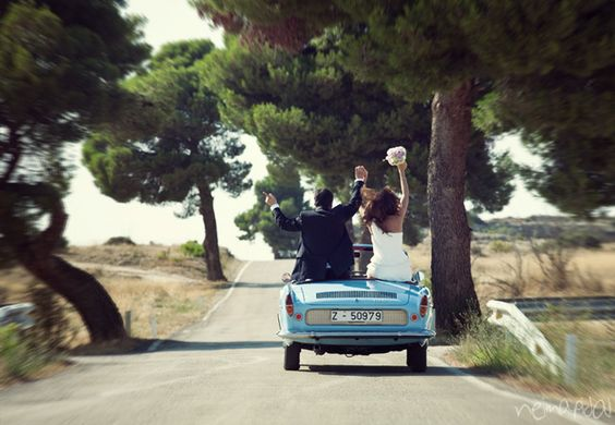 ¡Descapotable azul! {Foto, Neima Pidal} #coche #car #bodas #wedding #spain