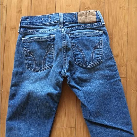 Hollister skinny jeans medium wash size 0 Size 0 hollister skinny jeans in a medium wash. Hollister Jeans Skinny