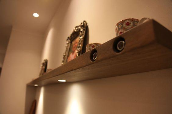 ZWAARTAFELEN I Vette plank voor aan de wand van Zwaartafelen. www.zwaartafelen.nl #Inspiratie #kasten #interieur #interior #wonen #inrichting #meubels #eiken #hout #wood