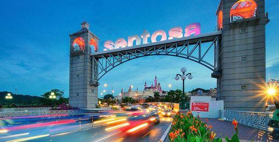 Đảo Sentosa nằm cách trung tâm thành phố Singapore khoảng 15 phút