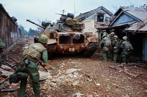 Details About Vietnam War U S Marines Use Tank As Cover In Bao