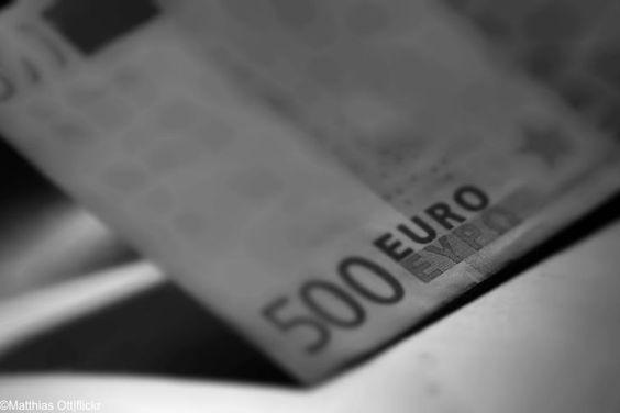 """Aus für den 500-Euro-Schein: Der Anfang vom Ende des Bargeldes ist eingeläutet  Abschaffung des 500-Euro-Scheins  Bargeld ist ein Stück Freiheit, die es zu schützen gilt. Bei einer vollständigen Abschaffung des Bargeldes haben wir alle nicht mehr die Möglichkeit unbeobachtet einzukaufen, oder unser Geld zu Hause vor der schleichenden Enteignung auf dem Bankkonto im Zuge der """"Null-Zins-Politik"""" in Sicherheit zu bringen."""