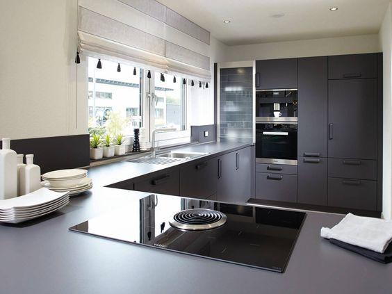 Küche im EffizienzhausPlus NEO 312 von FingerHaus u2022 Mit Musterhaus - sockelleisten für küchen