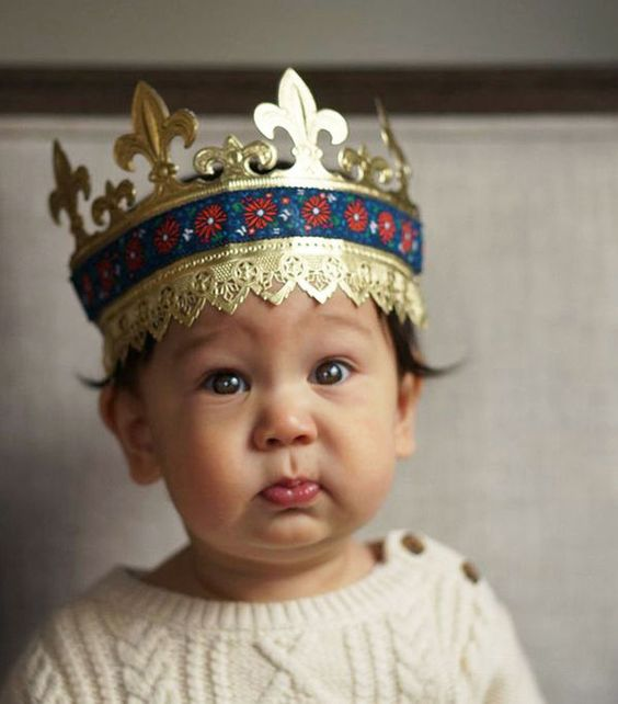 This DIY Paper Crown Is Perfect for Your Little Prince or Princess #DIY #paperproducts trendhunter.com