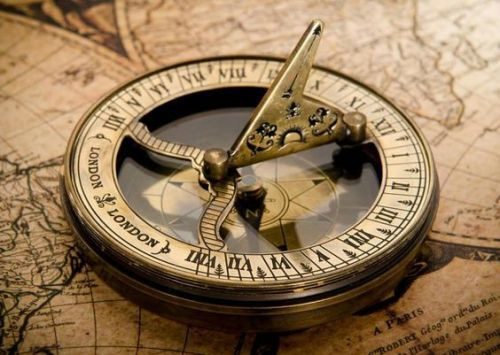 Pin By Dorothymartin On Travel Vintage Compass Map Compass Vintage Map