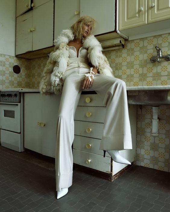 Michaela-Kocianova-Elle-Czech- (2).jpg