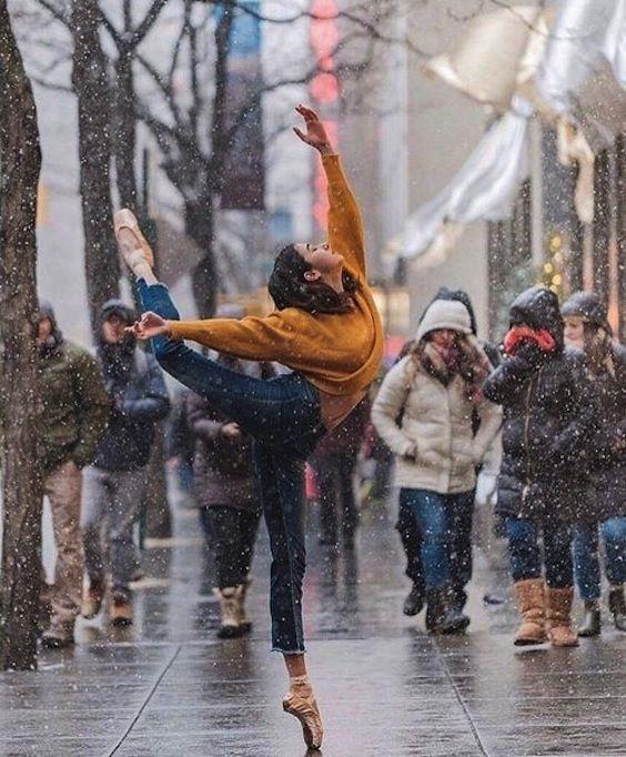 Omar Z. Robles y sus maravillosas fotografías de bailarines por la ciudad.
