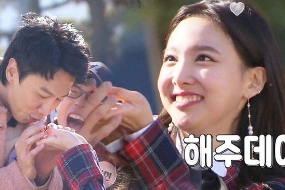 """Watch: TWICE's Nayeon Melts Lee Kwang Soo (Again) With Her Cuteness On """"Running Man"""""""