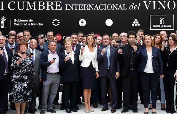 """Mª Dolores Cospedal: """"No queremos ser solo el mayor viñedo del mundo"""" http://www.vinetur.com/2013100313521/m-dolores-cospedal-no-queremos-ser-solo-el-mayor-vinedo-del-mundo.html"""
