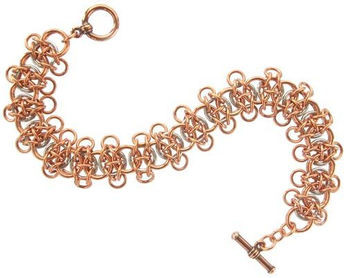Celtic Chain Weave - free tutorial by Sarah Austin using copper and bright aluminium. You can also substitute with anodised aluminium for a colourful chain. http://www.beadsisters.co.uk/library/pages/learnaweave85_celtic_chain.htm