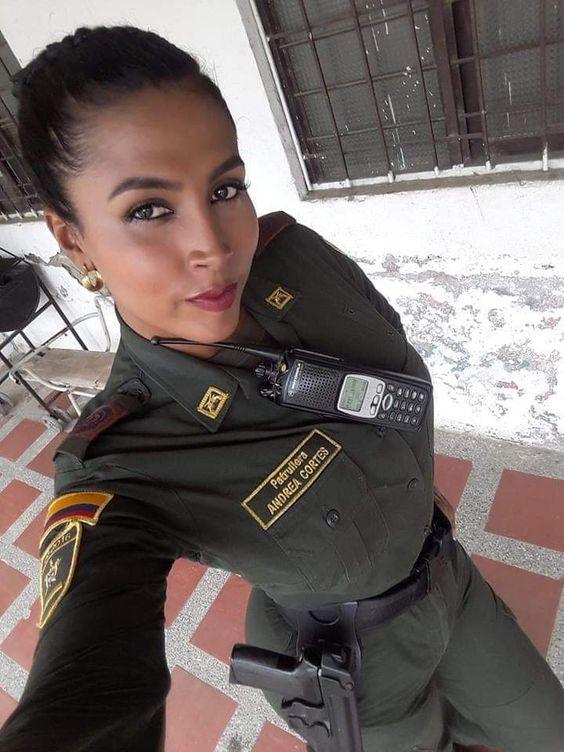 Ella es Andrea Cortés, primera policía trans en Colombia