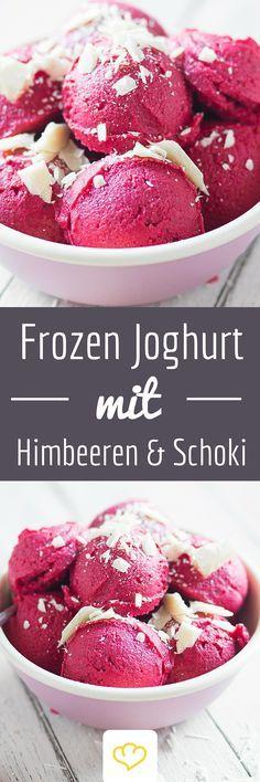 Frozen Joghurt in 5 Minuten? Ja bitte! Einfach tiefgefrorene Himbeeren mit Joghurt pürieren und mit weißer Schokolade verfeinern. Auch lecker: Blaubeeren mit dunkler Schokolade oder Beeren-Mix mit Walnüssen. Für den schnellen Eishunger!