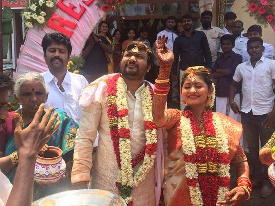 Hearty Congratulations to #BobbySimha &#ReshmiMenon on their #wedding !  To know more about #Marriage Details and Photos, visit >>> http://www.cinepunch.in/bobby-simha-reshmi-menon-wedding-photos/  #BobbySimha #ReshmiMenon