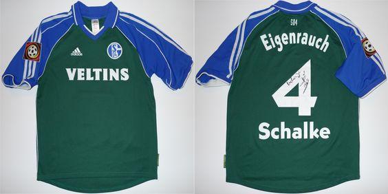 1999/00: Über den Magdeburger Maik Zentrich ist dieses Spielertrikot auf DRSS04 gelandet. Yves Eigenrauch hat es nach einer DFB-Pokalpartie getauscht. Er war einer der Wenigen, die mit kurzen Ärmeln spielten. Später hat er das Trikot signiert. Unterschiede: Equipment-Logo rechts (nicht climalite), ohne Adidas-Label unten links, große Spielernummer, Veltins gummiert (nicht geschäumt), BL-Logo (Pokal-Logo gab es noch nicht).