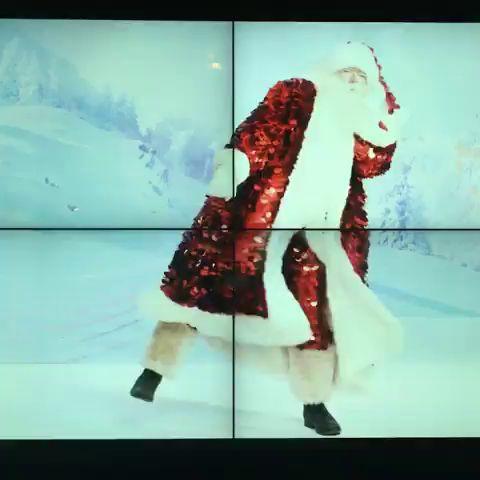 💃🎅🏼👯Meanwhile in London… Troy Wise checking out @theofficialselfridges windows #santaclaus #fatherchristmas  https://instagram.com/p/BMnA15CjFCE https://video.buffer.com/v/5859cc1519aa5f5e2c7b533b
